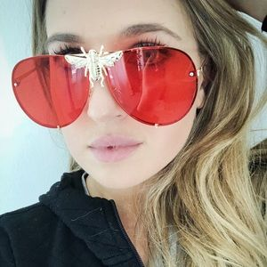 Oversized aviator bee sunglasses